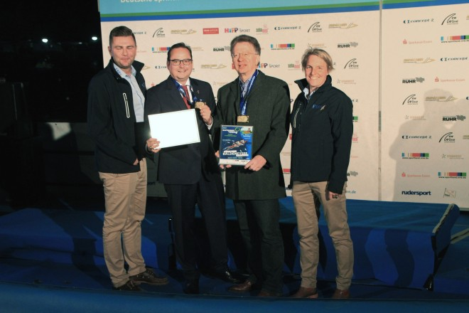 Foto: Oberbürgermeister Thomas Kufen mit den Gewinnern der Essener Stadtmeisterschaft des 29. Kettwiger Herbst-Cups.