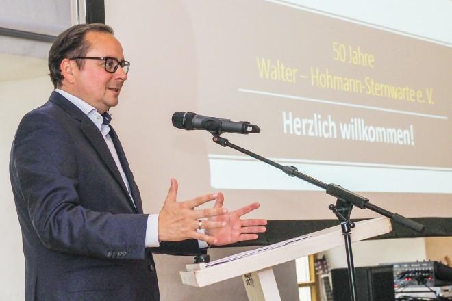 Foto: Schloss Borbeck, Residenzsaal 50 Jahre Walter-Hohmann-Sternwarte Essen Oberbürgermeister Thomas Kufen betonte in seiner Begrüßungsrede die Bedeutung der Walter-Hohmann-Sternwarte für die Stadt Essen.