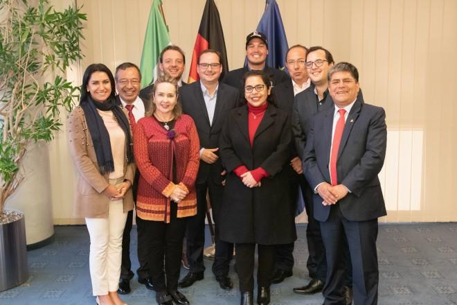 Foto: Eine Delegation mit Regional- und Kommunalpolitikern aus Ecuador und Peru besuchte Oberbürgermeister Thomas Kufen im Essener Rathaus. Foto: Moritz Leick, Stadt Essen