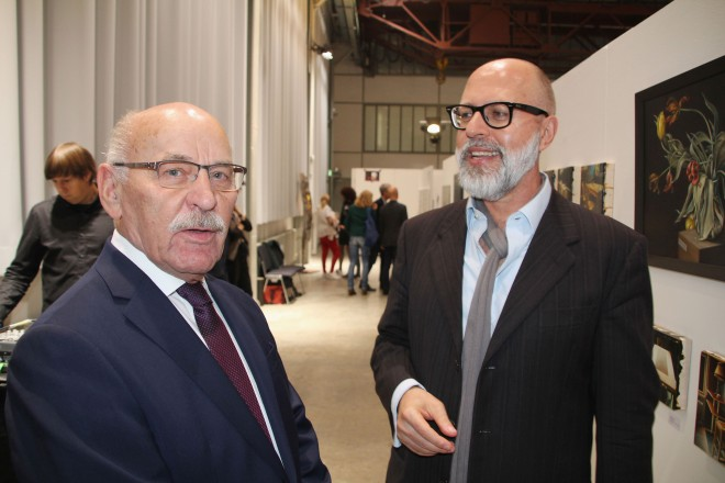 Foto: Bürgermeister Rudolf Jelinek mit Moderator Frank Schablewski (rechts) bei der der Eröffnung der contemporary art ruhr.