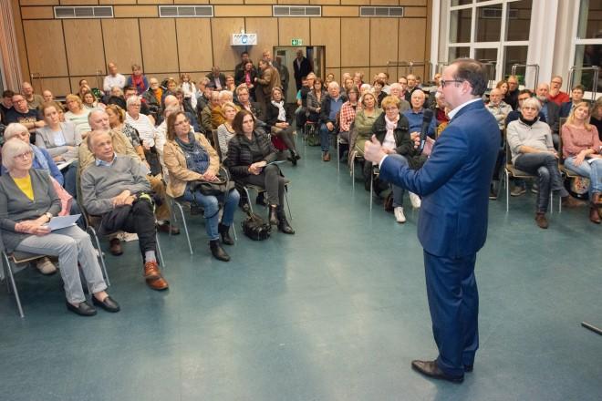 Rund 80 Bürgerinnen und Bürger folgten der Einladung des Oberbürgermeisters.