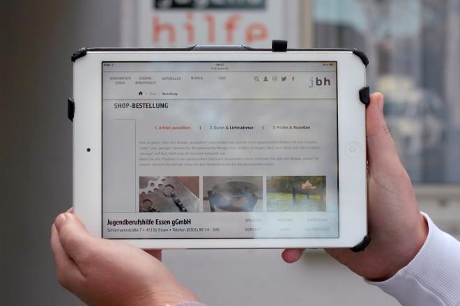 Foto: Schöne Produktauswahl und angenehme Benutzerführung: Ab sofort können Interessierte die von Jugendlichen selbst gefertigten Produkte im Online-Shop der Jugendberufshilfe Essen bestellen