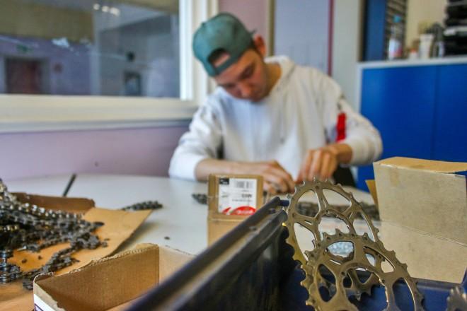 Foto: Starkes Stück Handwerk: In den vielen Gewerken und Projekten der Jugendberufshilfe fertigen die Jugendlichen verschiedene Produkte.