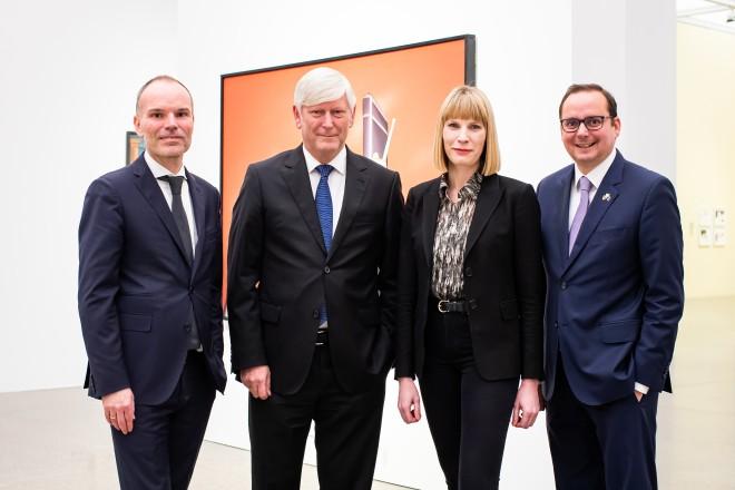 """Oberbürgermeister Thomas Kufen bei der Eröffnung der Ausstellung """"Der montierte Mensch""""."""