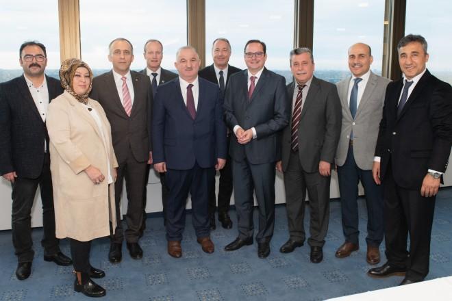 Foto: Oberbürgermeister Thomas Kufen mit Turgut Subasi (Mitte), Vizegouverneur der Provinz Zonguldak und seiner Delegation.