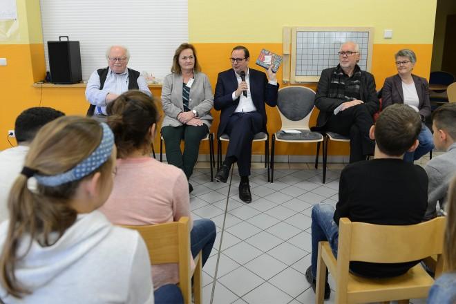 Oberbürgermeister Thomas Kufen anlässlich des Bundesweiten Vorlesetages zu Gast in der Karlschule.