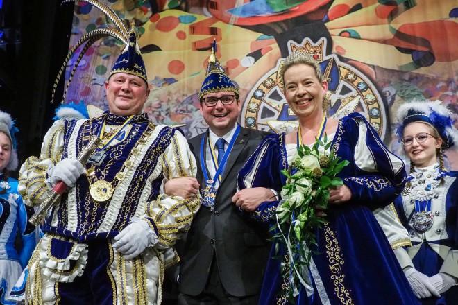 Oberbürgermeister Thomas Kufen mit Prinzessin Assindia Heike der Ersten und Prinz Andreas dem Ersten.