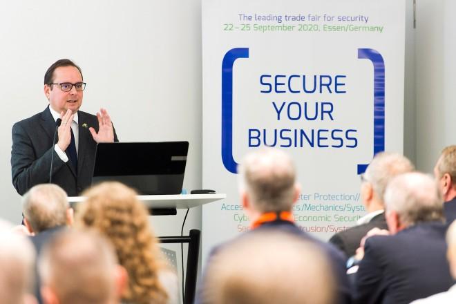 Oberbürgermeister Thomas Kufen bei der 2. Essener Sicherheitskonferenz.