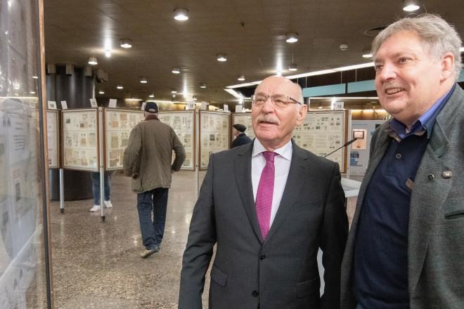 Bürgermeister Rudolf Jelinek und Jürgen Witkowski, Vorsitzender der Arbeitsgemeinschaft Ruhr der Briefmarkenfreunde Essen e.V.