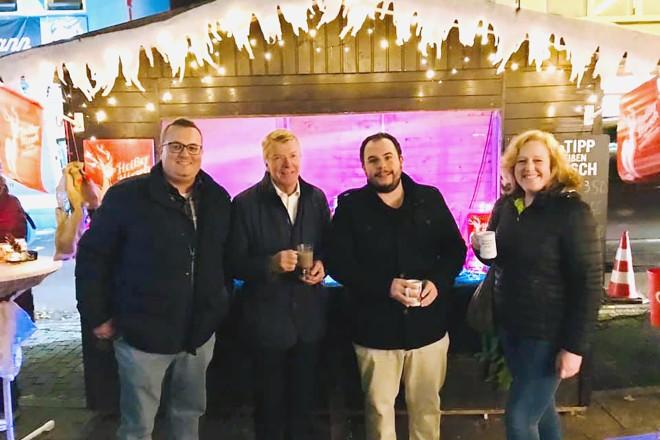 Foto: Bürgermeister Franz-Josef Britz bei der Eröffnung des Werdener Weihnachtsmarktes.
