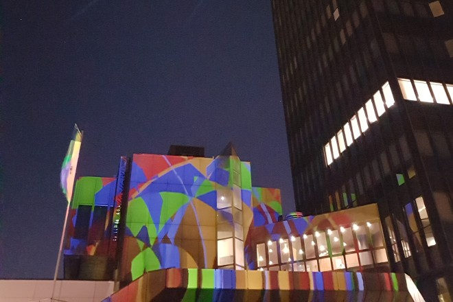 Foto: Das Rathaus erstrahlte zu seinem Geburtstag in ganz neuem Licht.