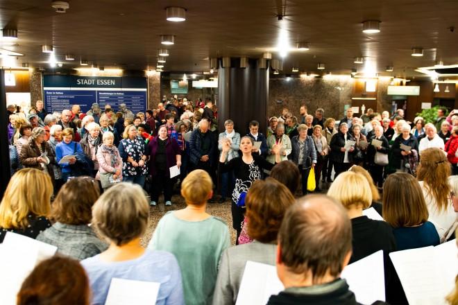 Foto: Im Rathaus-Foyer wurde für Groß und Klein gesungen und musiziert.