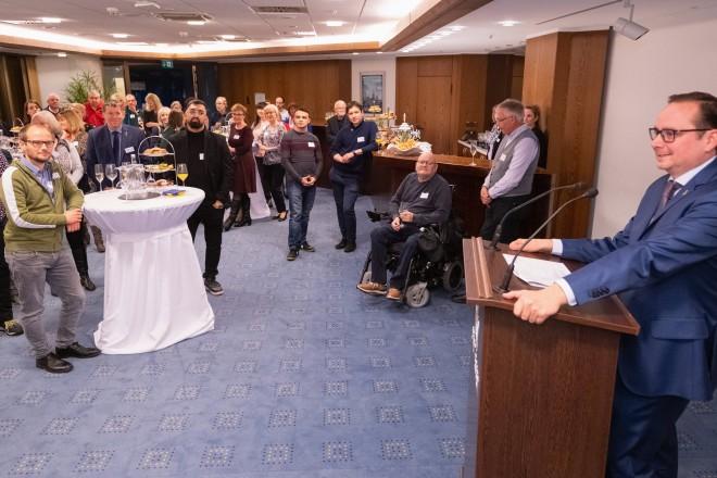 Foto: Oberbürgermeister Thomas Kufen bedankte sich in der 22. Etage des Essener Rathauses bei den Ehrenamtlern für ihr Engagement.
