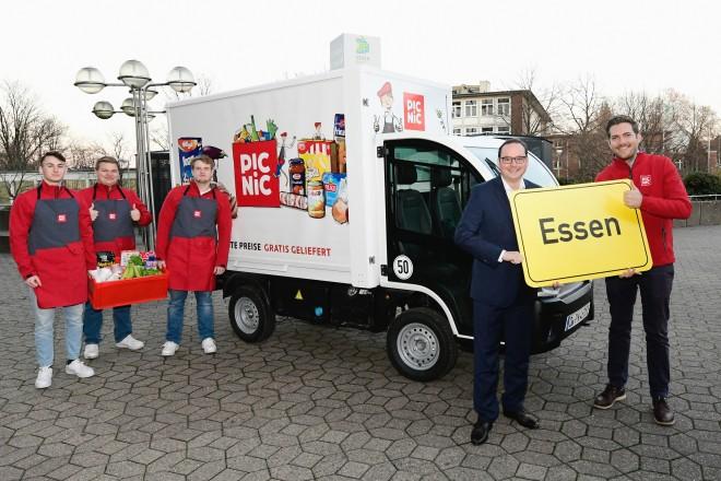 Foto: Oberbürgermeister Thomas Kufen begrüßte den neuen Online-Supermarkt Picnic, der nun auch in Essen seine Kunden bedient.