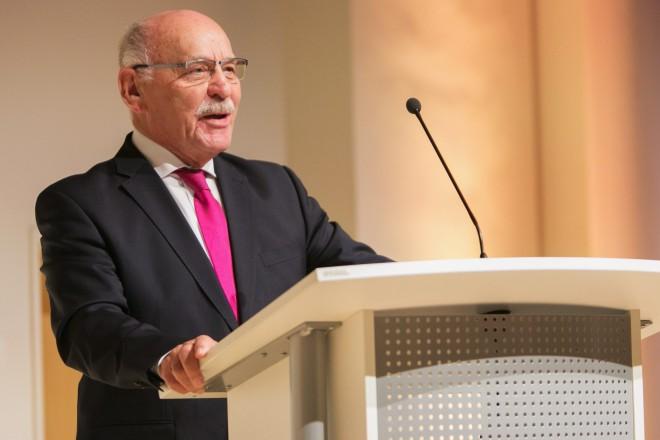 """Foto: Bürgermeister Rudolf Jelinek begrüßt zum """"Essener Abend"""" zum Forum Wissenschaftskommunikation im RWE-Pavillon der Philharmonie Essen."""