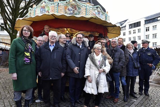 Oberbürgermeister Thomas Kufen bei der Eröffnung des Wintermarktes in Rüttenscheid.