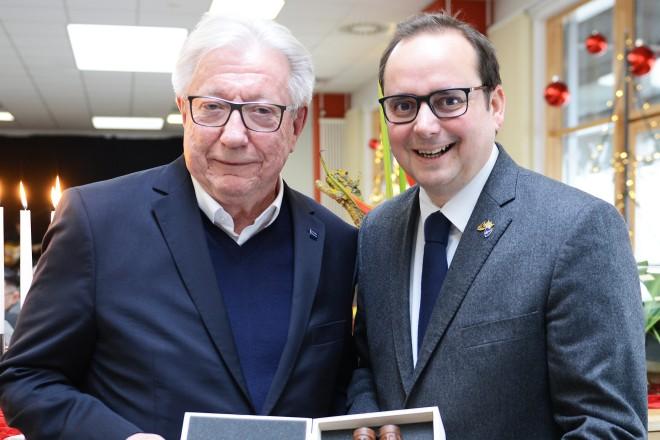 Oberbürgermeister Thomas Kufen verabschiedet Thomas Virnich, Geschäftsführer der Jugendberufshilfe und der Jugendhilfe, in den Ruhestand