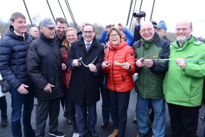 Foto: Oberbürgermeister Thomas Kufen bei der Eröffnung der Kampmannbrücke.