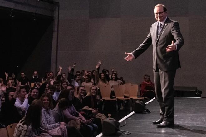 """Foto:Oberbürgermeister Thomas Kufen bei der Veranstaltung """"Essen sagt Danke"""", in der Essener Weststadthalle. Herr Kufen begrüßt die anwesenden Auszubildenden der Stadt."""