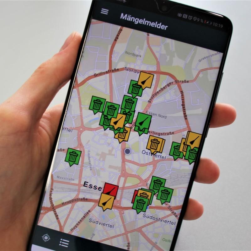 Foto: Handy mit geöffneter Mängelmelder-App