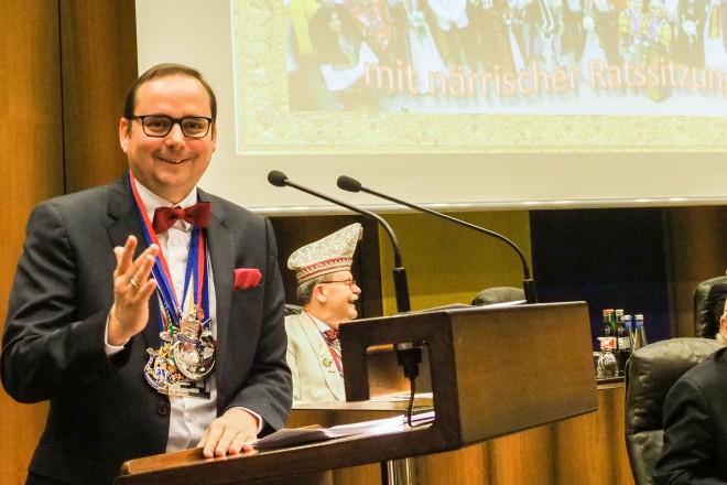 Oberbürgermeister Thomas Kufen eröffnete die Närrische Ratsitzung.