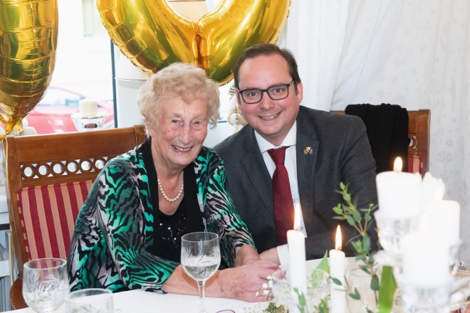Foto: Oberbürgermeister Thomas Kufen zu Besuch bei Agnes Kantus, die am 15.01.2020 Ihren 100. Geburtstag feierte.