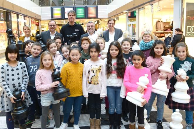 Oberbürgermeister Thomas Kufen eröffnete die Schachveranstaltung im Allee-Center in Altenessen.