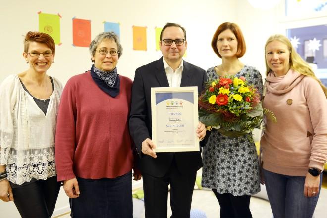 Oberbürgermeister Thomas Kufen bei der offiziellen Aufnahme in die Interessengemeinschaft Kindertagespflege in Essen e.V.. Foto: Elke Brochhagen, Stadt Essen