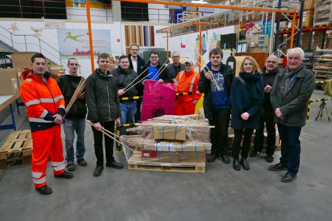 Foto: Im Jugendberufshilfe-Lager an der Schürmannstraße 7 werden die Arbeitsmaterialien für die über 21.000 Ehrenamtlichen kommissioniert.