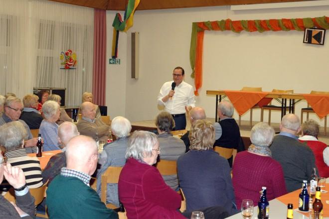 """Oberbürgermeister Thomas Kufen bei der Veranstaltung """"Was macht eigentlich ein Oberbürgermeister?"""" Foto: Kolpingfamilie Essen-Schönebeck"""
