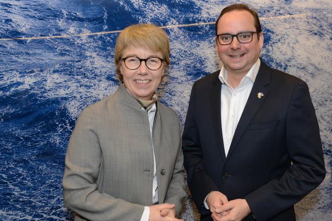Oberbürgermeister Thomas Kufen und Martina Merz, Vorstandsvorsitzende der Thyssenkrupp AG.
