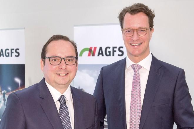 Sprachen auf dem AGFS-Kongress 2020: (V.l.n.re.:) Thomas Kufen, Oberbürgermeister der Stadt Essen, und Hendrik Wüst, Verkehrsminister des Landes Nordrhein-Westfalen.