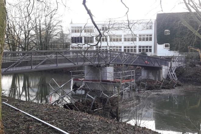 Die neue Fußgängerbrücke zur Brehminsel konnte planmäßig fertiggestellt werden.