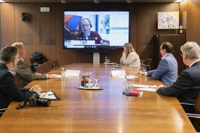 Foto: Bei der Pressekonferenz wurden die Journalisten oer Videokonferenz zugeschaltet.