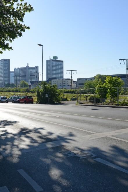 Foto: Die Hachestraße kurz hinter der zukünftigen Kreuzung Berthold-Beitz-Boulevard/Hans-Böckler-Straße, an der eine Unterführung entstehen soll.