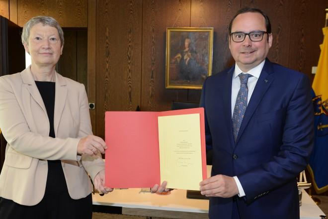 Verabschiedung von Regine Möllenbeck, FBL 40 , durch Oberbürgermeister Thomas Kufen