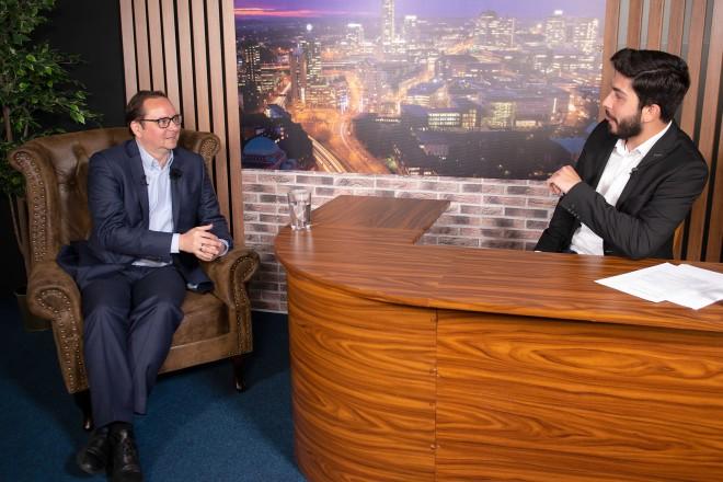 """Oberbürgermeister Thomas Kufen im Gespräch mit Ali Can für Late Night Show """"Alimania"""""""