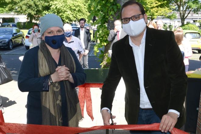 Oberbürgermeister Thomas Kufen eröffnet die 3. Niederlassung von 'Jessica Dorndorf hilft!'