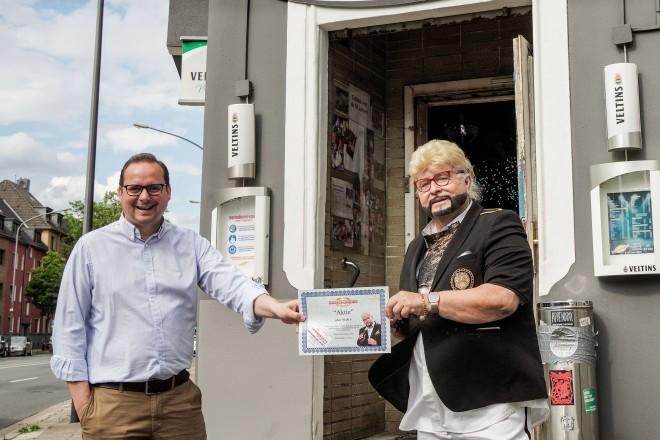 Oberbürgermeister Thomas Kufen besucht Rene Pascal in der Drehscheibe. Foto: Michael Gohl