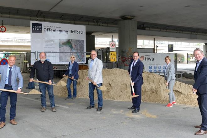 Spatenstich zur Offenlegung des Deilbachs mit Oberbürgermeister Thomas Kufen
