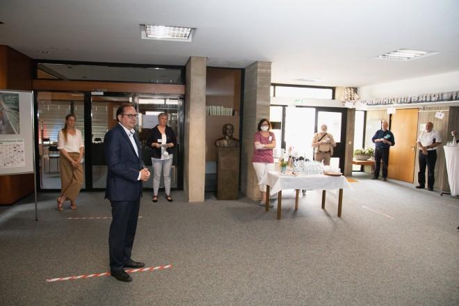 Foto: Oberbürgermeister Thomas Kufen (2. v. l.) bei seinem Besuch im Zentrum 60plus des Diakoniewerks in Holsterhausen