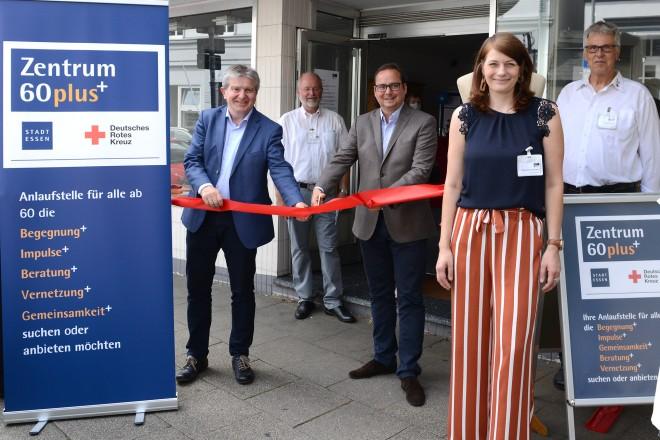 Oberbürgermeister Thomas Kufen und Stadtdirektor Peter Renzel besuchen das Zentrum60plus in der Heckstrasse in Werden
