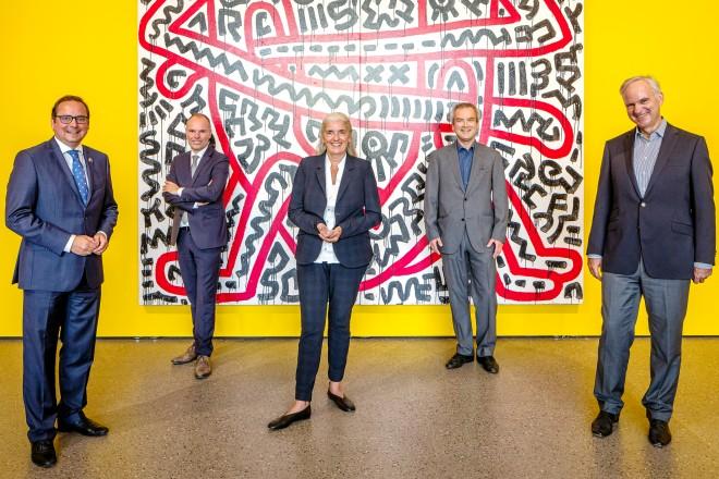 v. l. n. r.: Oberbürgermeister Thomas Kufen, Peter Gorschlüter (Direktor, Museum Folkwang), Isabel Pfeiffer-Poensgen (NRW- Kulturministerin), Hans-Jürgen Lechtreck (Kurator), Johannes Teyssen (Vorstandsvorsitzender der E.ON SE)