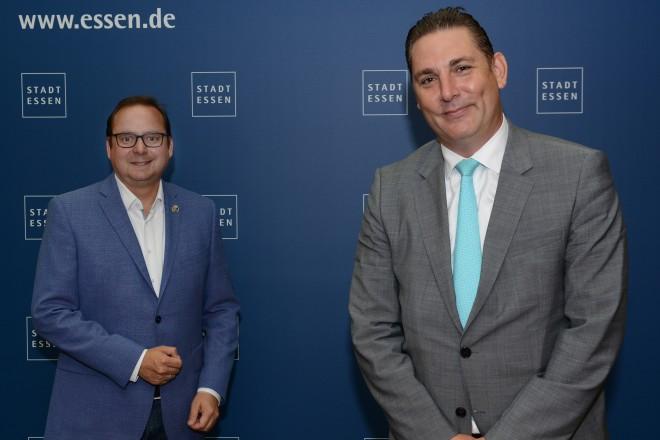 Oberbürgermeister Thomas Kufen und Dr. Thorsten Klaßen , Verwaltungsdirektor der DGAP