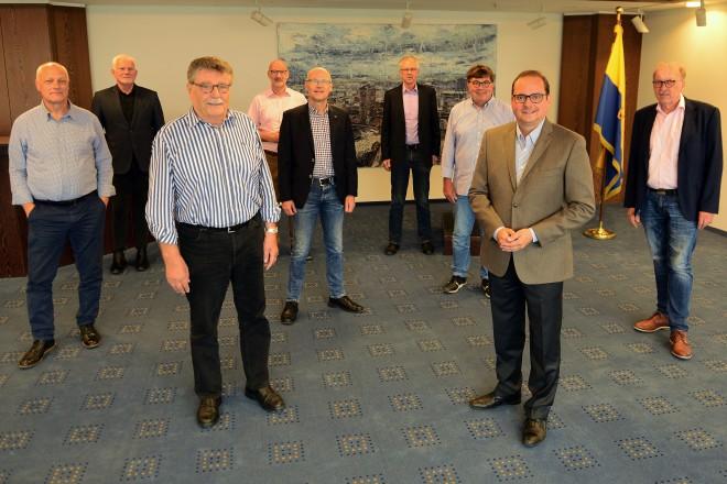 Oberbürgermeister Thomas Kufen empängt den Vorstand der Deutschen Gesellschaft für das Badewesen e. V. im Essener Rathaus.