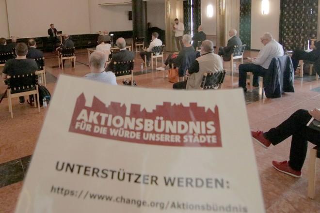 Zum Start der Online-Petition hatten das Aktionsbündnis und die Stadt Duisburg in das Foyer des Duisburger Opernhauses eingeladen.
