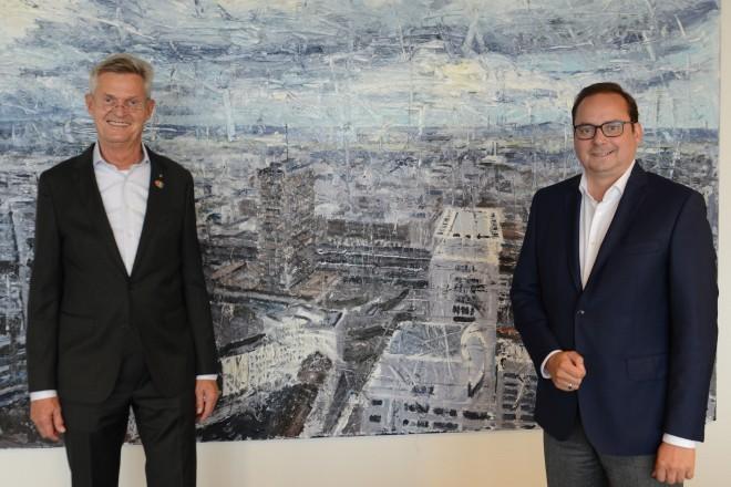 Oberbürgermeister Thomas Kufen begrüßt den deutschen Weltpräsidenten von Rotary International, Holger Knaak