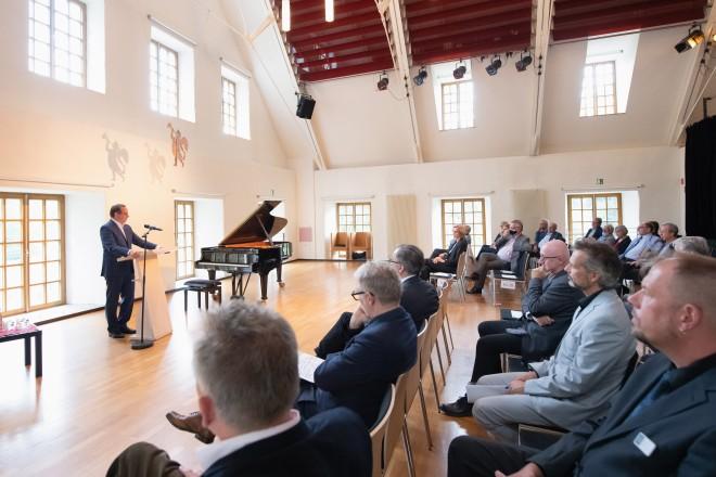 Eröffnung des Wirtschaftsgebäudes Schloss Borbeck: Oberbürgermeister Thomas Kufen begrüßte die anwesenden Gäste.