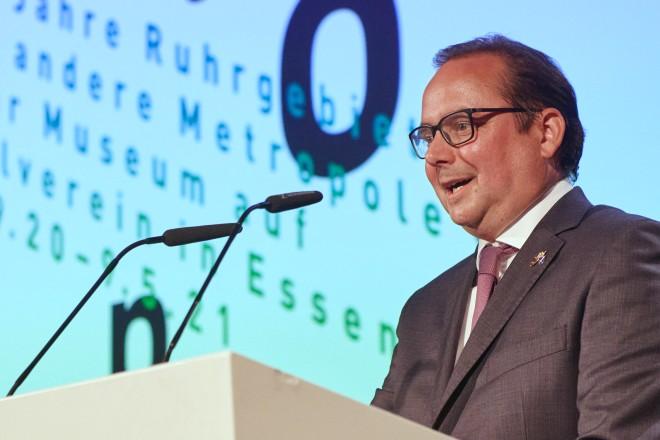 Oberbürgermeister Thomas Kufen bei der Ausstellungseröffnung auf Zollverein.