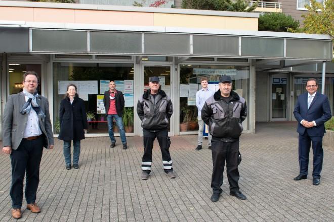 Oberbürgermeister Thomas Kufen besucht den Bürgerladen Hörsterfeld und begrüßt die neuen Quartierskümmerer Jörg Wallner und Jamal Simmo
